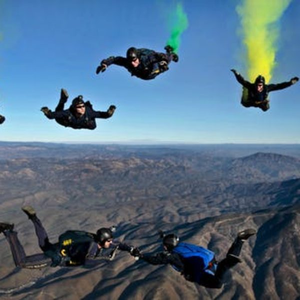 california-parachutists-skydivers-flares-70361